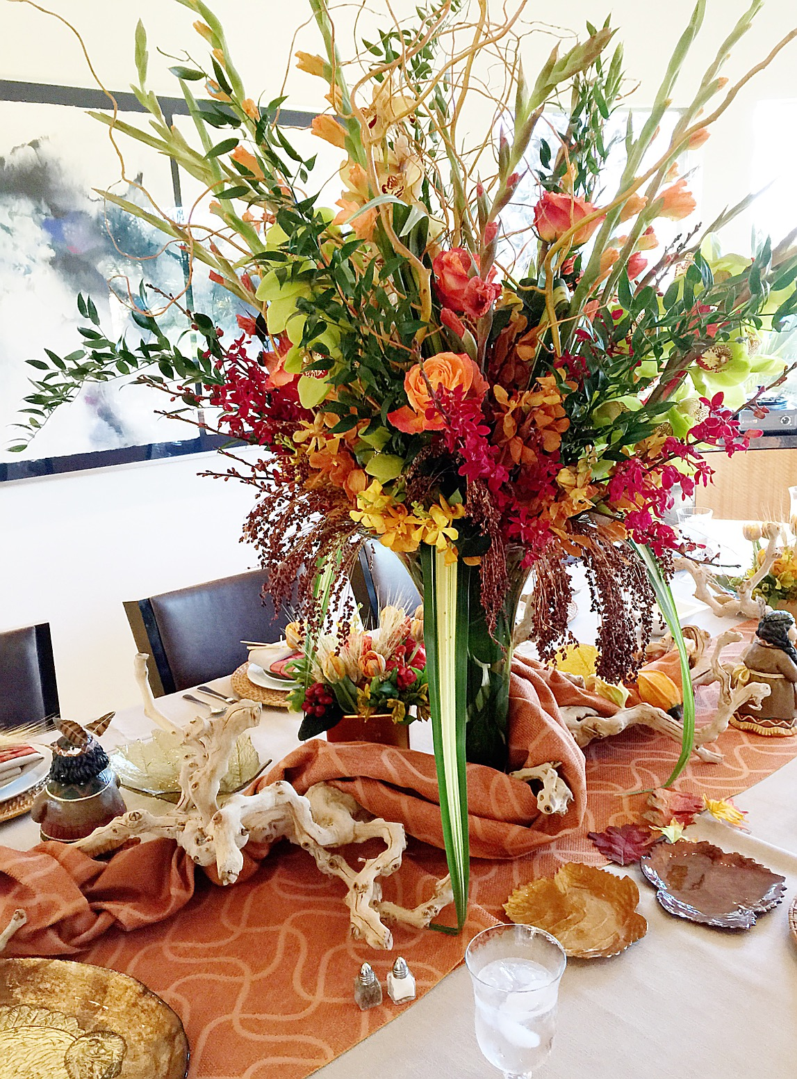 Thanksgiving festivities: Gorgeous floral center piece