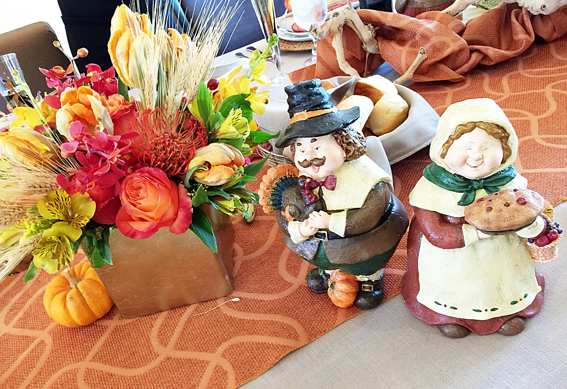 Thanksgiving festivities: table decor